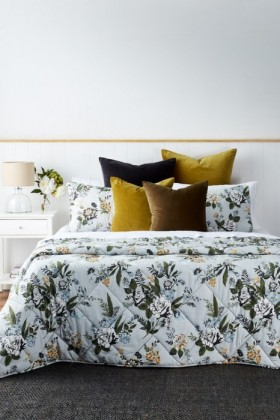 Charlotte-Bedcover-Set on sale
