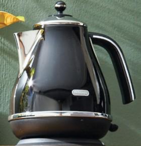 Delonghi-Black-Kettle on sale